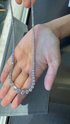 Fancy Jewellery, Stylish Jewelry, Luxury Jewelry, Jewelry Design Earrings, Diamond Jewelry, Looks Chic, Jewelry Model, Jewelry Photography, Sunlight