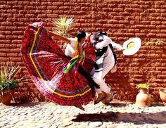 Aunque el efecto de la globalización se vea reflejado en la ropa, los trajes típicos mexicanos se han preservado como parte de las costumbres del país.