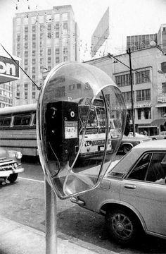 Foto de 1972 cuando empezaban a instalarse los primeros teléfonos modernos que pusieron a México a la vanguardia de las telecomunicaciones. La toma fue realizada sobre Insurgentes muy cerca del metro Chilpancingo.
