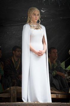 Daenerys Targaryen Looks So Good In Her Cape Dresses It Hurts
