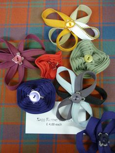 #CRAFTfest Tangent Crafts: Wonderful ways to upstyle a plain old zip! Some lovely flower button zip brooches and hair clips!