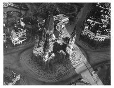 Eine Ruine  blieb die Kaiser-Wilhelm-Gedächtnis-Kirche, die bei einem...