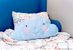 Visit IKEA online to browse our range of children's cushions & children's bedding, and find plenty of home furnishing ideas and inspiration. Childrens Cushions, Childrens Beds, Cushions Ikea, Pillows, Ikea Kids Bedroom, Ikea Fans, Kids Bedroom Accessories, Ikea Portugal, Ikea Must Haves
