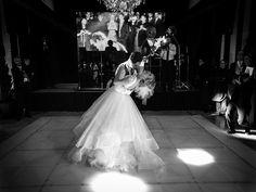 Couple | Wedding | Noivos | Casamento | Decoração de Casamento | Wedding Decor | Vestido de Noiva | Suit | Wedding Photoshoot | Dança dos noivos