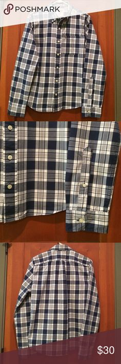 Abercrombie Muscle Fit button down shirt Abercrombie Muscle Fit button down shirt. 100% cotton. Beautifully crafted. Barely worn. No damage. Abercrombie & Fitch Shirts Casual Button Down Shirts