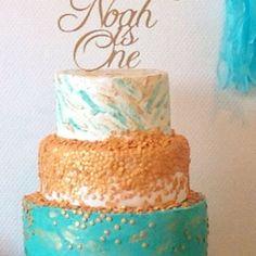 My sons first birthday cake made of course by moi 😍 I'm so proud of myself for making the cake that I really wanted for him. My pride and joy. #binasweetsfactory #amsterdam #birthdaycake #ontopofthecake #oreo #hazelnut #vanilla #whitechocolate #italianmeringuebuttercream #gold #turquoise #homemade #homebakkery #custom #order #detailsinbio #premiumandunique #proudofmywork