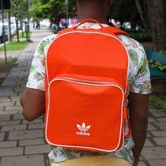 50eb60974 Prática e espaçosa a mochila da Adidas é a sua melhor escolha para voltar  às aulas