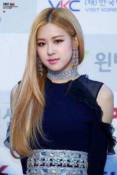 Top hot photos of ROSE Blackpink – Jennie Blond Rose, Divas, 1 Rose, Jennie Lisa, Blackpink Photos, Rose Photos, Park Chaeyoung, Kpop Outfits, Hottest Photos