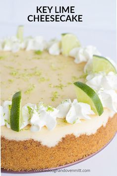 Key Lime Cheeecake This key lime cheesecake is a fun spin on the key lime pie. It's so thick and creamy! Did I mention it has the perfect balance of sweet and tangy? As far as the perfect summer dessert, this key lime cheesecake is the total package. Key Lime Cheesecake, Cheesecake Cake, Cheesecake Recipes, Summer Cheesecake, Raspberry Cheesecake, Best Dessert Recipes, Easy Desserts, Lime Desserts, Sweets Recipes