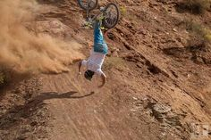 How to bail a MTB - A crash course - VIDEO - http://mountain-bike-review.net/mountain-bikes/how-to-bail-a-mtb-a-crash-course-video/ #mountainbike #mountain biking