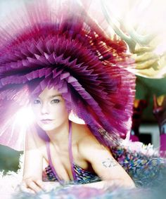 I LOVE BJORK and I respect her craziness. This thing is wild, photography and all. but would I wear it.um no, because I am not Bjork! Rouge Magenta, Women In Music, Bjork, Female Singers, I Love Music, Mannequins, Style Icons, Fashion Models, Fashion Fashion