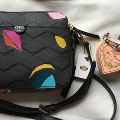 Fossil Sydney Crossbody Grey multicolored Fossil purse. Crossbody style with one exterior pocket and two zipped. Adjustable strap. NWT, never used. NO TRADES Fossil Bags Crossbody Bags