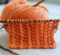 Knit and Purl Stitch Patterns with Free Patterns and Video Tutorials in the Absolute Beginner Knitting Series by Studio Knit Tunisian Crochet, Crochet Yarn, Crochet Stitches, Knitting Paterns, Knitting Projects, Knitting Help, Baby Knitting, Tricot D'art, Purl Stitch