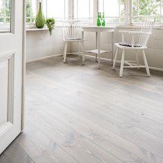 Swedish Design, Scandinavian Design, Wooden Flooring, Kitchen Flooring, White Linen Suit, Quilt Hangers, Paint Your House, Pine Floors, Old Chairs