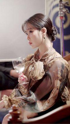 IU - Hotel Del Luna behind the scenes. Korean Actresses, Korean Actors, Korean Dramas, Luna Fashion, E Dawn, K Pop Star, Moon Lovers, Korean Celebrities, Beautiful Celebrities