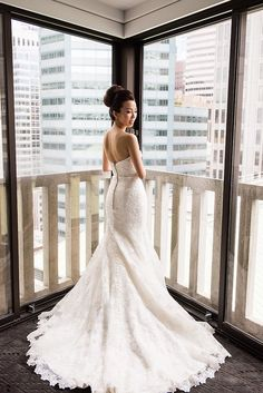 elegant mermaid wedding dress idea; featured photographer: Vero Suh