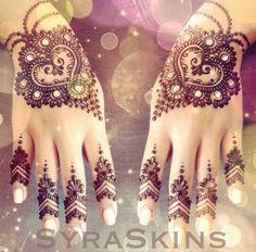 I like the henna design on the fingers.