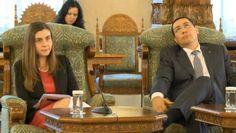 Intalnirea de azi de la Cotroceni intre premierul Victor Ponta, alaturi de Ioana Petrescu si presedintele Traian Basescu a rezultat cu aceleasi gafe cu care ne-am obisnuit din partea lor si nicio solutie la problemele tari. Mai jos aveti 5 video-uri in momente cheie ale conferintei. 1. MTO CU VICTOR PONTA 2. MTO CU IOANA …http://comangabriel.ro/cine-ne-conduce-tara-conferinta-de-azi-de-la-cotroceni-video/