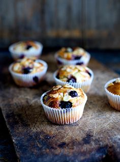 Gluten-Free Blueberry Muffins Recipe by the food club Gluten Free Treats, Gluten Free Baking, Gluten Free Desserts, Gluten Free Recipes, Baking Recipes, Dessert Recipes, Sin Gluten, Gluten Free Blueberry Muffins, Food Club
