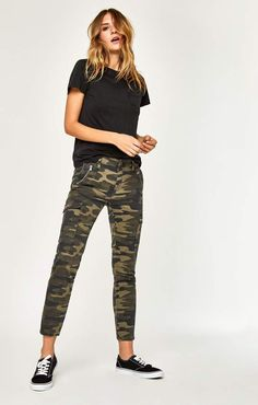 Mavi Jeans Juliette Skinny Cargo In Military Camouflage Military Pants Women, Pants For Women, Clothes For Women, Nice Clothes, Camo Fashion, Fashion Outfits, Women's Fashion, Winter Fashion, Camo Skinnies