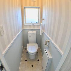 Bathroom/ダイソー/セリア/フレンチシック/シンプルライフ/白いお家...などのインテリア実例 - 2018-03-11 01:27:55 | RoomClip (ルームクリップ) Small Toilet Room, Small Bathroom, Downstairs Loo, Natural Interior, Diy Kitchen, Powder Room, House Styles, Design, Home Decor