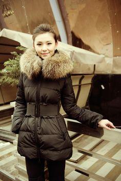 Free Shipping!!Sale:$250.79.White Ducke Down Coat Women Winter Luxury Large Fur Collar Fashion Parka Medium Long Thickening Warm Coats Black/Khaki Discount.Filler:white duck down 81% - 90%.collar type of women ' s :turn-down collar / POLO collar.