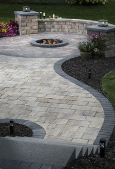 Patio Paver Patterns & Design: Trends in Paver Laying Patterns - Backyard Patio Pavé, Backyard Patio Designs, Backyard Landscaping, Landscaping Ideas, Patio With Pavers, Fire Pit With Pavers, Concrete Pavers, Retaining Wall Patio, Outdoor Patio Pavers