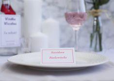 Czerwone winietki z tekstem mieniącym się na czerwono.  Elegancja w czystej postaci. Dostępne zaproszenia i zawieszki do kompletu. Place Cards, Place Card Holders