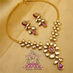 Indian Gold Jewelry Near Me Gold Jewelry Simple, Rose Gold Jewelry, Bridal Jewelry, Antique Jewellery Designs, Gold Jewellery Design, Indian Jewelry Sets, India Jewelry, Jewelry Patterns, Necklace Designs