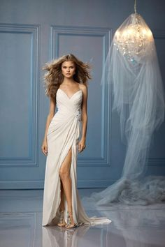Unique Wedding Dress Ideas To Look Stunning. Are you one of those candidates who are undecided about the choice of wedding dress? Don't worry, we've put together unique wedding dresses that can inspire you. Now you can have an idea for your big day. Sexy Wedding Dresses, Wedding Dress Styles, Bridal Dresses, Wedding Gowns, Bridesmaid Dresses, Casual Wedding, Dresses 2013, Dresses Dresses, Wedding Attire