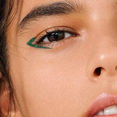 The Color Eyeliner The Color Eyeliner,make-up Makeup Makeup Inspo, Makeup Art, Makeup Inspiration, Makeup Hacks, Makeup Tips, Hair Makeup, Makeup Ideas, Makeup Geek, Movie Makeup