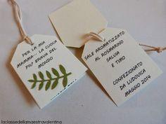 Care creative oggi vi svelo il regalino che i miei bimbi hanno fatto alle loro mamme... un vasetto di sale aromatizzato alle erbe. ...
