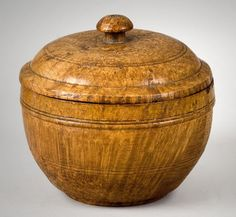 Lidded ash burl sugar bowl, ca. with beautiful striated figure. Wood Turning Lathe, Wood Turning Projects, Wood Lathe, Lathe Projects, Wooden Box With Lid, Wooden Boxes, Wood Knife, Wooden Vase, Pots