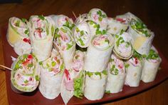 Party rolls prepared in 15 minutes Top-Rezepte.de - Party rolls prepared in 15 minutes Top-Rezepte.de Party rolls prepared in 15 minutes Top-Rezepte. Pizza Snacks, Snacks Für Party, Party Finger Foods, Finger Food Appetizers, Appetizers For Party, Brunch Recipes, Appetizer Recipes, Breakfast Party, Law Carb