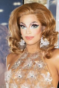 The 21 Best Makeup Tips from Drag Queens Valentina Rupaul Drag Race, Valentina Drag, Makeup Tips From Drag Queens, Drag Queen Makeup, Best Makeup Tips, Best Makeup Products, Kimchi Drag Queen, Best Drag Queens, Rupaul Drag Queen