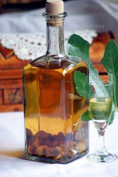 Aranymorzsa Wine Decanter, Drinking Tea, Barware, Bacon, Recipies, Food And Drink, Drinks, Wrapping, Gift Ideas
