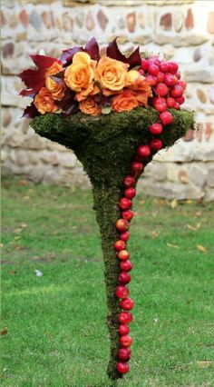 Art Floral Marie Françoise Déprez photos. This would be so easy to do with a bird bath or a yard stand.  Love the colors