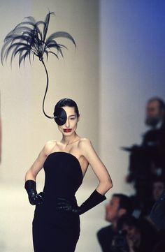 See 20 of Philip Treacy's Most Incredible Catwalk Hats