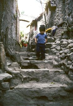 Child walking in an alley in Guanajuato, Mexico | Created by Margery H. Freeman  for LEARN NC with Pin-It-Button on http://www.learnnc.org/lp/multimedia/5665