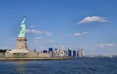 Un miembro de la tripulación a bordo de un remolcador murió después de que la embarcación chocara contra una gran barcaza en el río Hudson