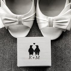 One word: darling! This little box could be used in so many ways, our personal favorite would be to use it as your ring box. Xoxo @weddingchicks #wedding #box #ringbox #details #photography #penguins