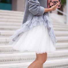 petite fashion blogger, Style on Friday, tulle skirt, ruffle sweater, Space 46 tulle, mini skirt
