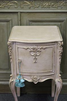Eenvoudig te maken Anne's shabby paint Rosa en Marron wax erover klaar.  dealer www.queensbrocanteboutique.nl
