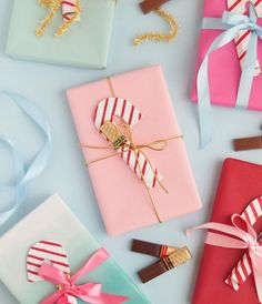 Diy Holiday Gifts, Easy Diy Gifts, Great Christmas Gifts, Holiday Crafts, Xmas, Merry Christmas, Christmas Paper Crafts, Diy Christmas Cards, Christmas Wrapping