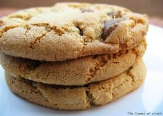 Classic recipe for olive oil chocolate chip cookies cup sugar 1 egg only Hazelnuts 70 % dark chock una tavoletta Chocolate Chip Cookie Recipe No Butter, Dairy Free Chocolate Chips, Soft Chocolate Chip Cookies, Choco Chips, Butter Recipe, Cookie Recipes, Dessert Recipes, Biscotti, Sweet Tooth