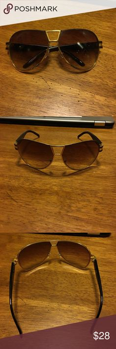 Marc Jacobs Aviator Sunglasses Only worn a few times. Super cute! Marc Jacobs Accessories Sunglasses