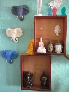 elefantes indianos(by Alfredo Lorenzi) não terminados com nichos de gaveta reciclada (By Camila Bertoni)