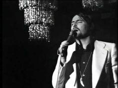 NINO BRAVO - NOELIA (Mejor calidad) 1971. Actos espontáneos. A mi querida madre, con quien escuchaba estas canciones en una buhardilla en la corredera baja de San Pablo. Recuerdo siendo un niño la misa por Nino Bravo en la iglesia de la calle Silva.