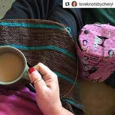 Beautiful! #Repost @loveknotsbycheryl with @repostapp  Tagged for #widn by the amazing Ms @flockandneedle I'm working on my #tgftgsshawl and drinking coffee  For those that don't know me that tells you exactly how cold I am this morning as I'm normally a tea drinker. We got a few snow flurries last night but nothing big enough to stick. Still amazing to see. Yarn is by Paula @bayviewfiberarts in Shiver Me Timbers and Cleo's Friends gradient mini skein set. Loving my #yarnowl bag gifted to me…