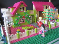 Friends Bricks: Lovely Bright Green Friends House